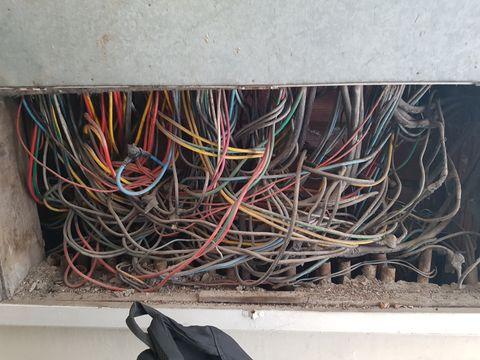 Reforma de prumadas elétricas e telefônicas